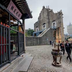 Sportsbook and Casino News – Mass Play is More than Half of Macau Casino GGR